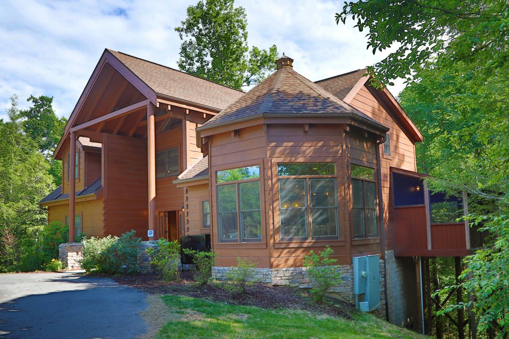 Photo of a Pigeon Forge Cabin named Majestic Manor - This is the first photo in the set.