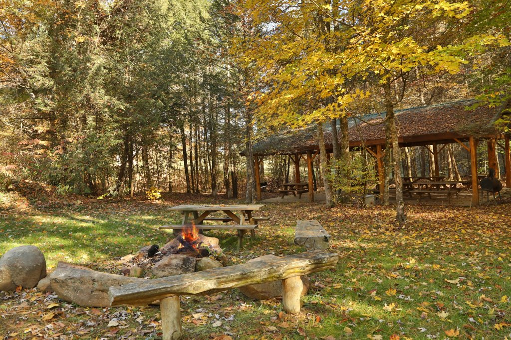 Photo of a Sevierville Cabin named Off The Clock - This is the thirty-first photo in the set.
