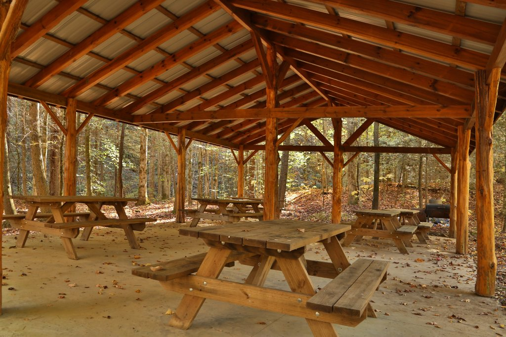Photo of a Sevierville Cabin named Off The Clock - This is the thirty-fourth photo in the set.