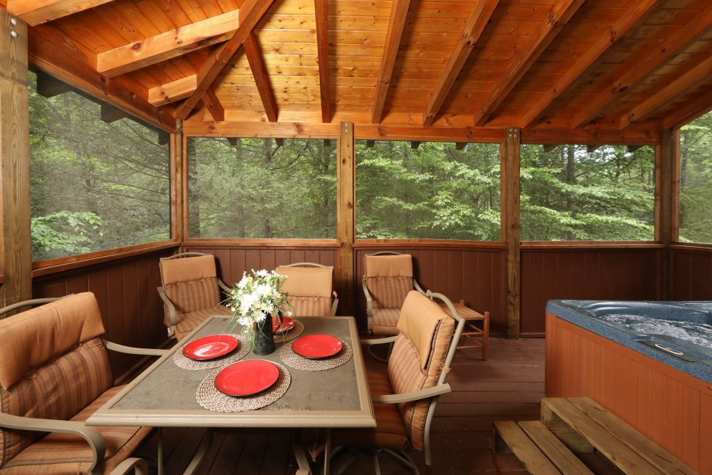 Photo of a Sevierville Cabin named Majestic Manor - This is the third photo in the set.