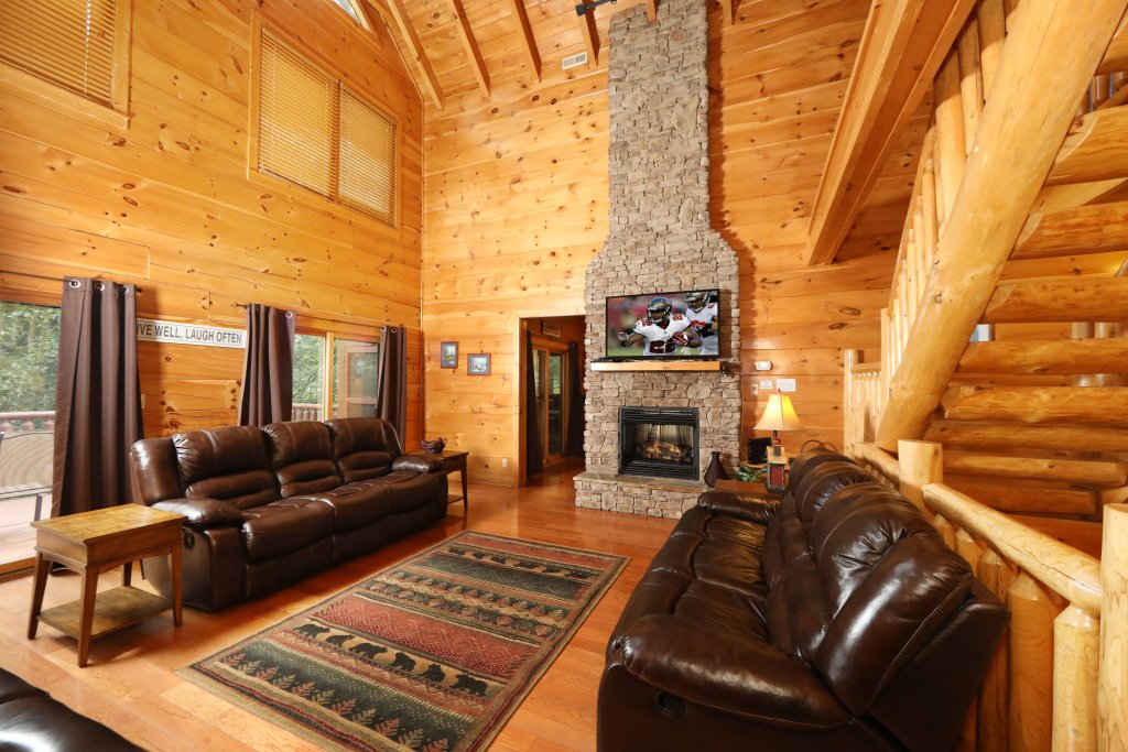 Photo of a Sevierville Cabin named Majestic Manor - This is the eighteenth photo in the set.
