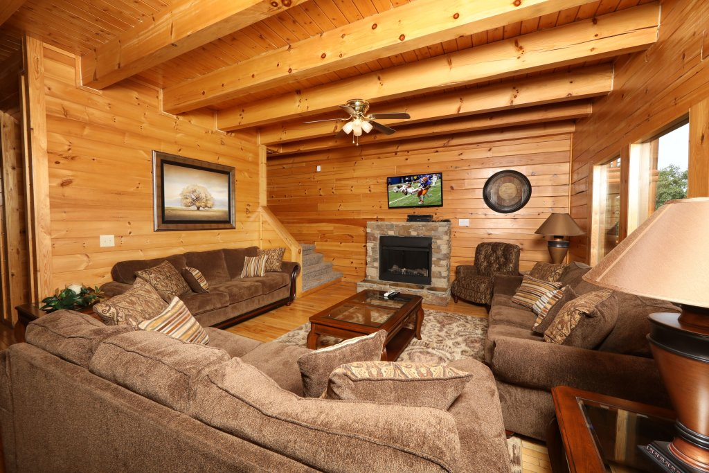 Photo of a Sevierville Cabin named Majestic Mountain Pool Lodge - This is the twenty-third photo in the set.