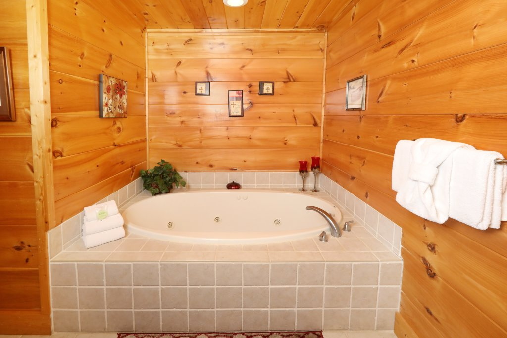 Photo of a Sevierville Cabin named Majestic Manor - This is the thirty-second photo in the set.