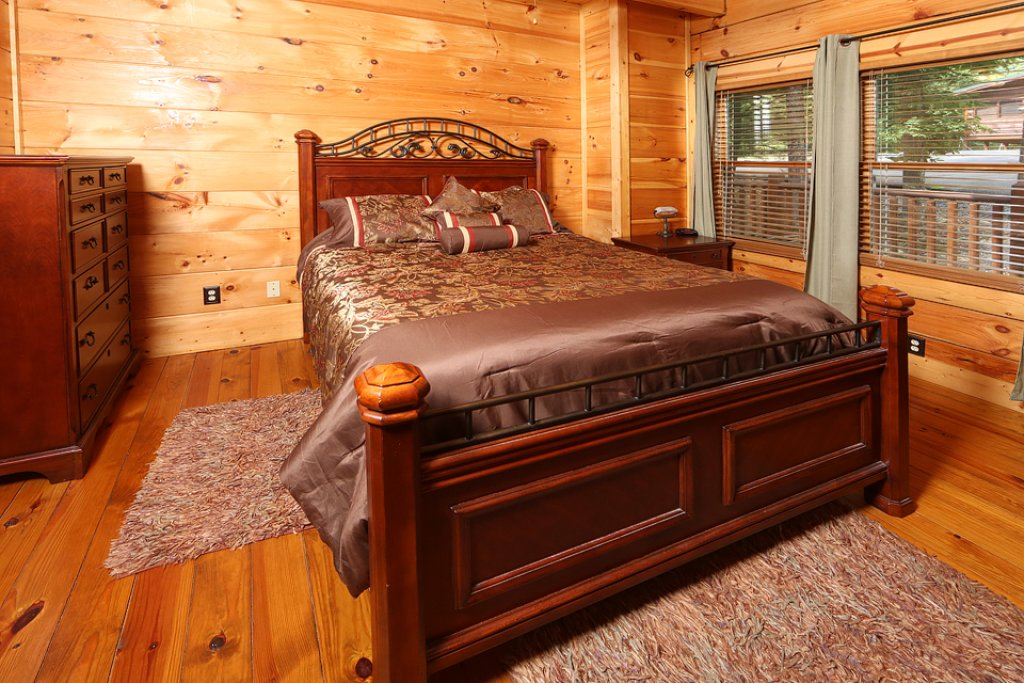 Photo of a Pigeon Forge Cabin named Mountain Majesty - This is the fourteenth photo in the set.
