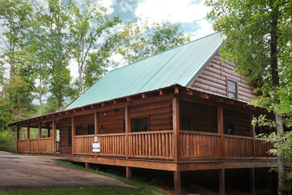 Photo of a Pigeon Forge Cabin named Off The Clock - This is the third photo in the set.