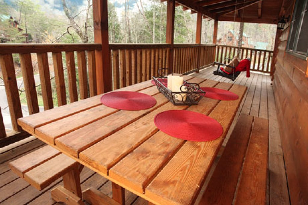 Photo of a Sevierville Cabin named Off The Clock - This is the tenth photo in the set.