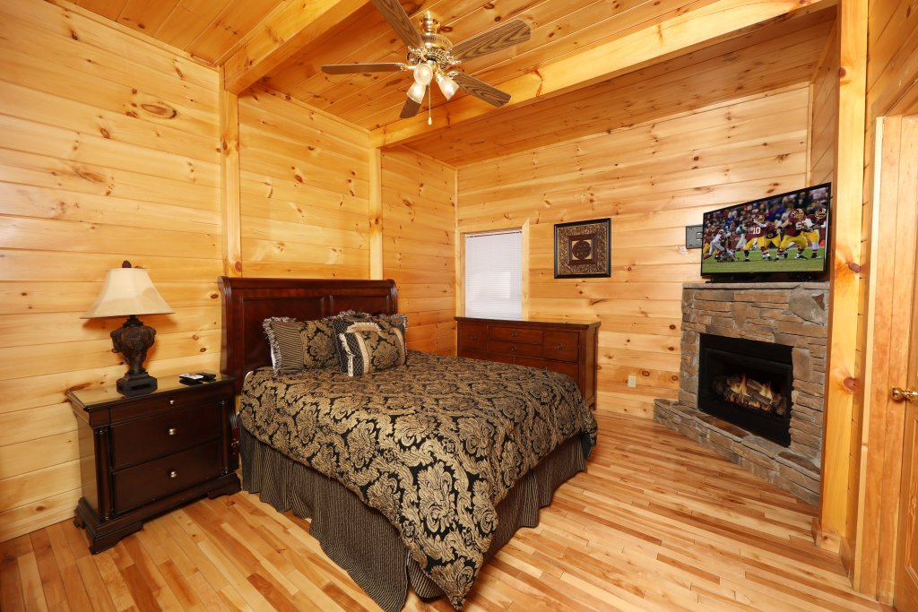 Photo of a Sevierville Cabin named Majestic Mountain Pool Lodge - This is the twenty-sixth photo in the set.