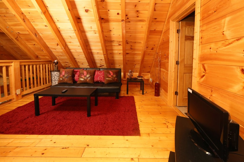 Photo of a Sevierville Cabin named Off The Clock - This is the twenty-first photo in the set.