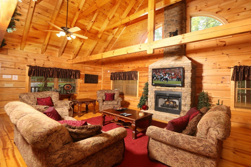 Photo of a Sevierville Cabin named Off The Clock - This is the thirteenth photo in the set.