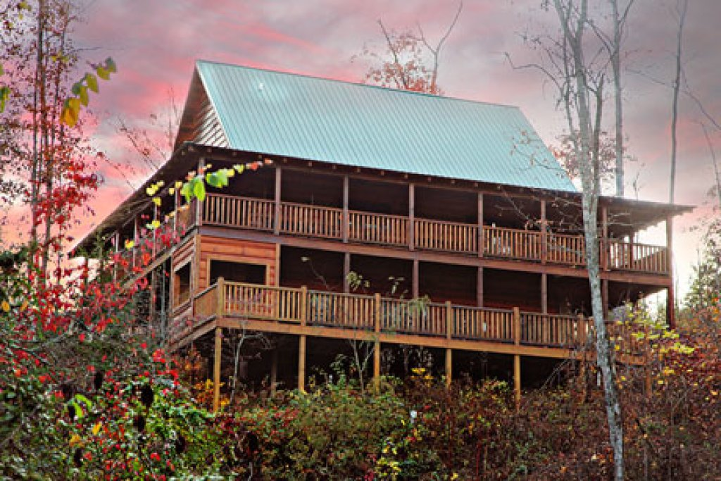 Photo of a Pigeon Forge Cabin named Off The Clock - This is the first photo in the set.