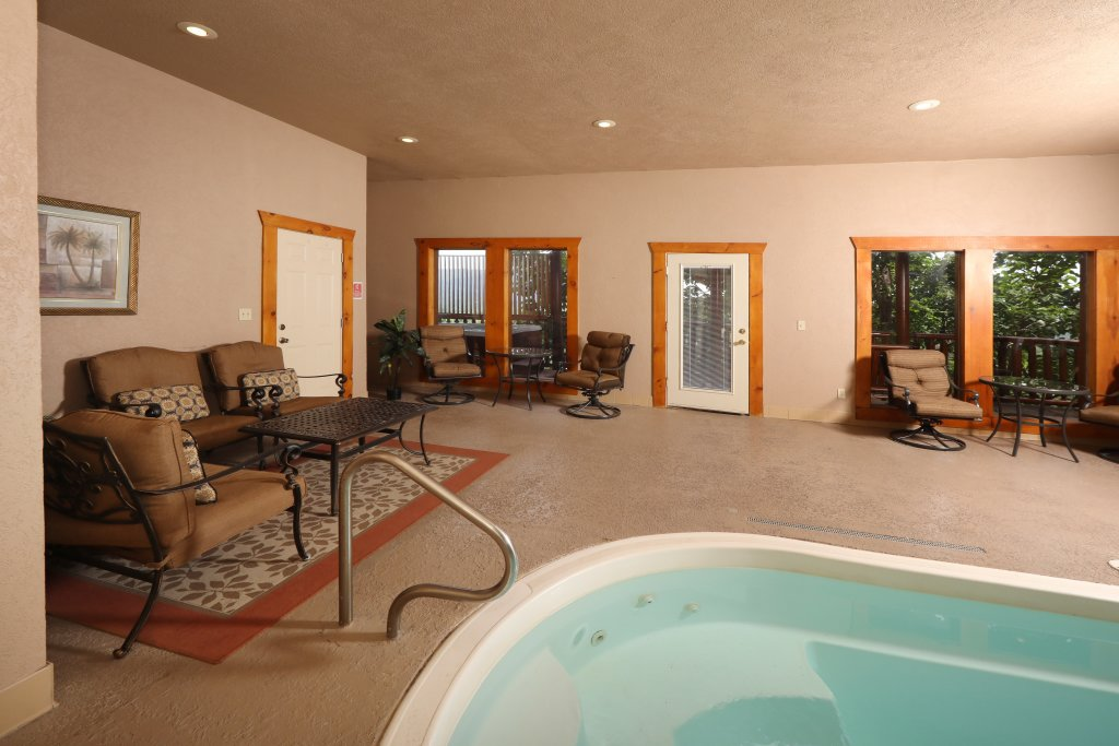 Photo of a Sevierville Cabin named Majestic Mountain Pool Lodge - This is the forty-fifth photo in the set.