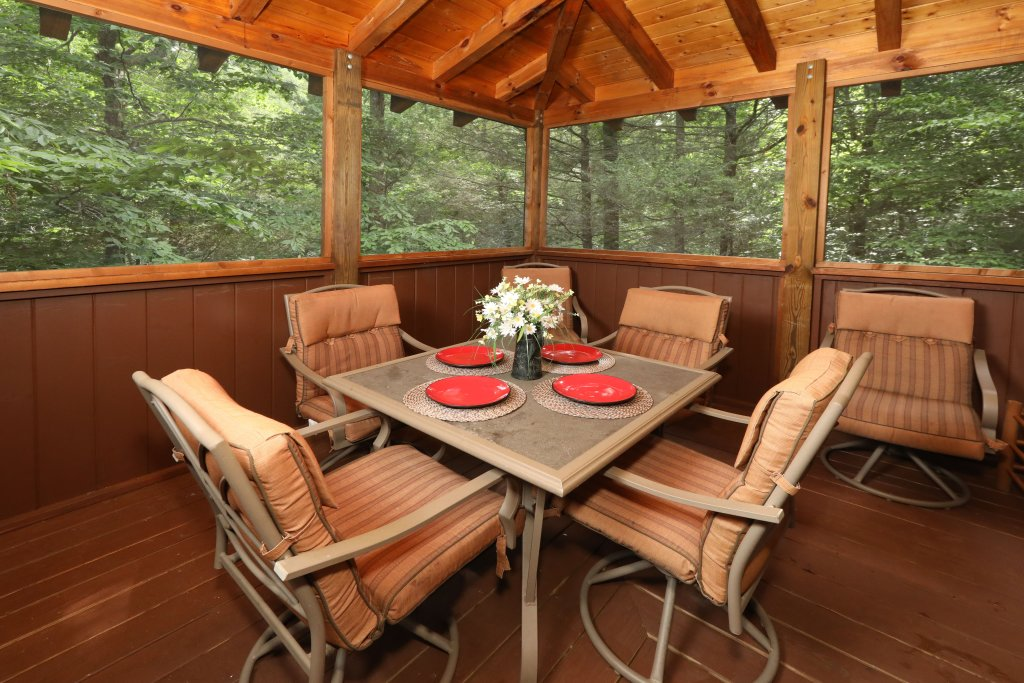 Photo of a Pigeon Forge Cabin named Majestic Manor - This is the fifth photo in the set.