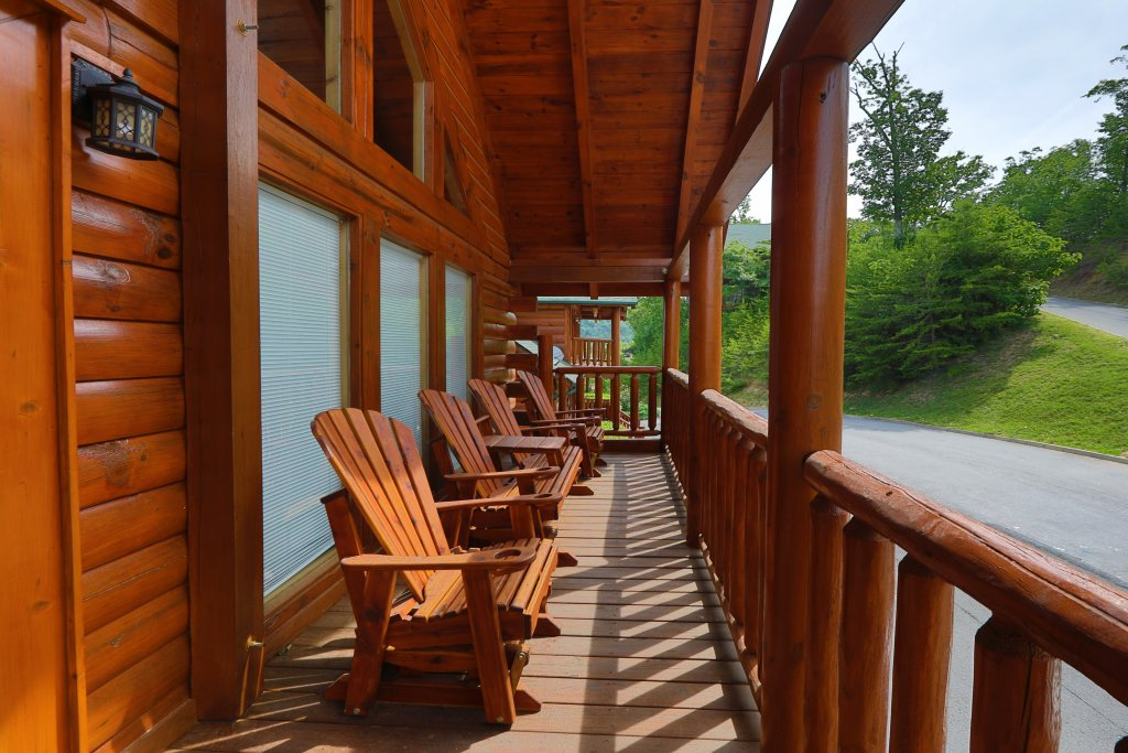 Photo of a Sevierville Cabin named Majestic Mountain Pool Lodge - This is the nineteenth photo in the set.