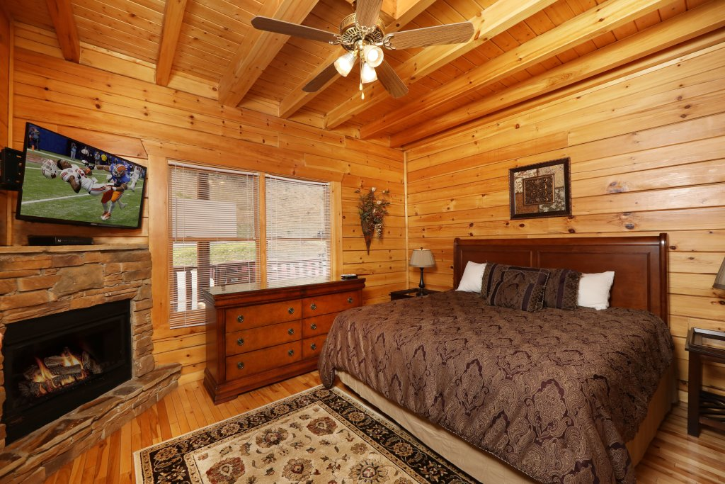 Photo of a Sevierville Cabin named Majestic Mountain Pool Lodge - This is the twenty-ninth photo in the set.