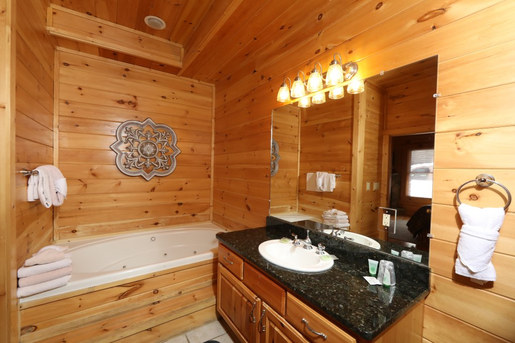 Photo of a Sevierville Cabin named Majestic Mountain Pool Lodge - This is the thirty-seventh photo in the set.