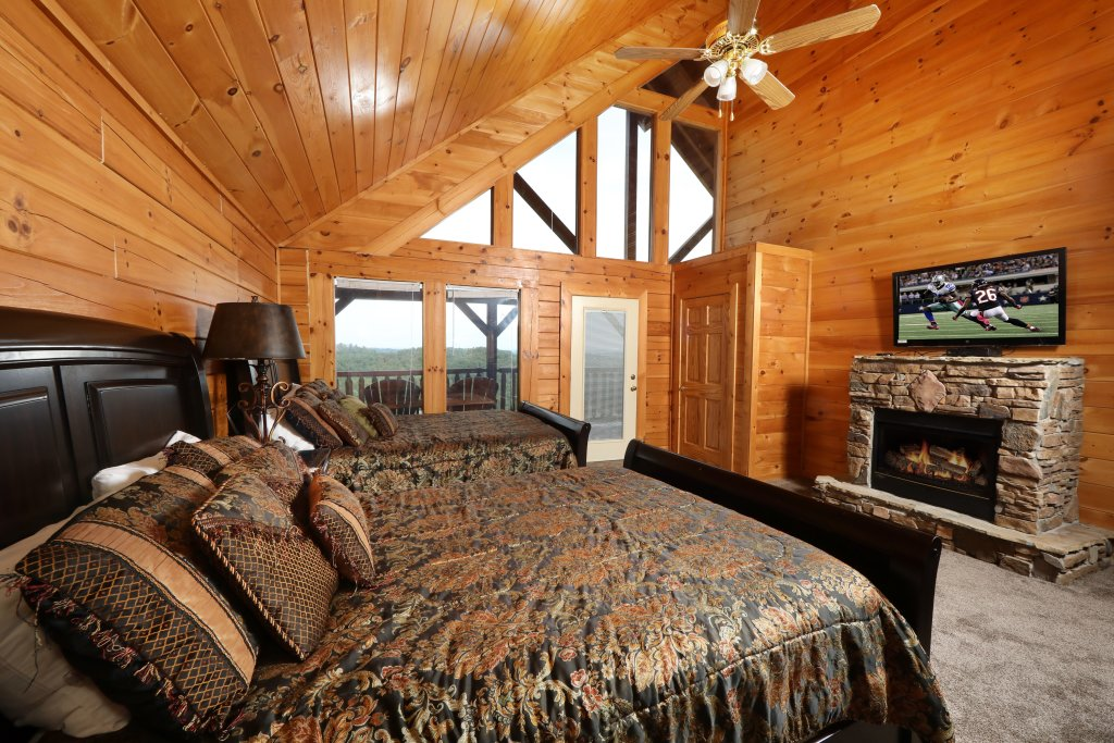 Photo of a Sevierville Cabin named Majestic Mountain Pool Lodge - This is the thirty-ninth photo in the set.