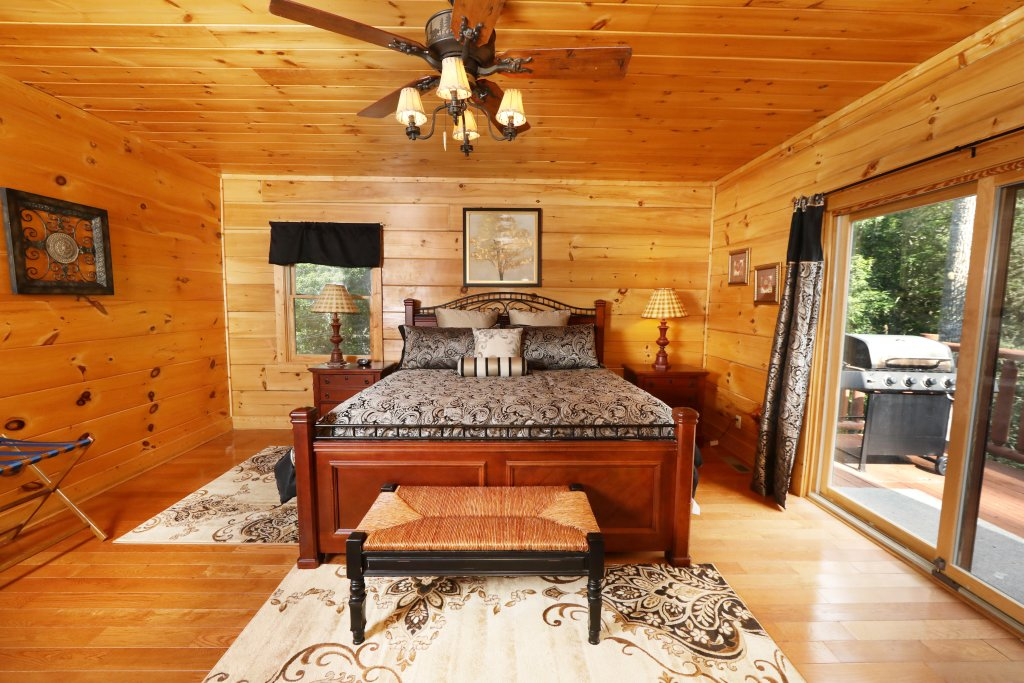 Photo of a Sevierville Cabin named Majestic Manor - This is the twenty-sixth photo in the set.