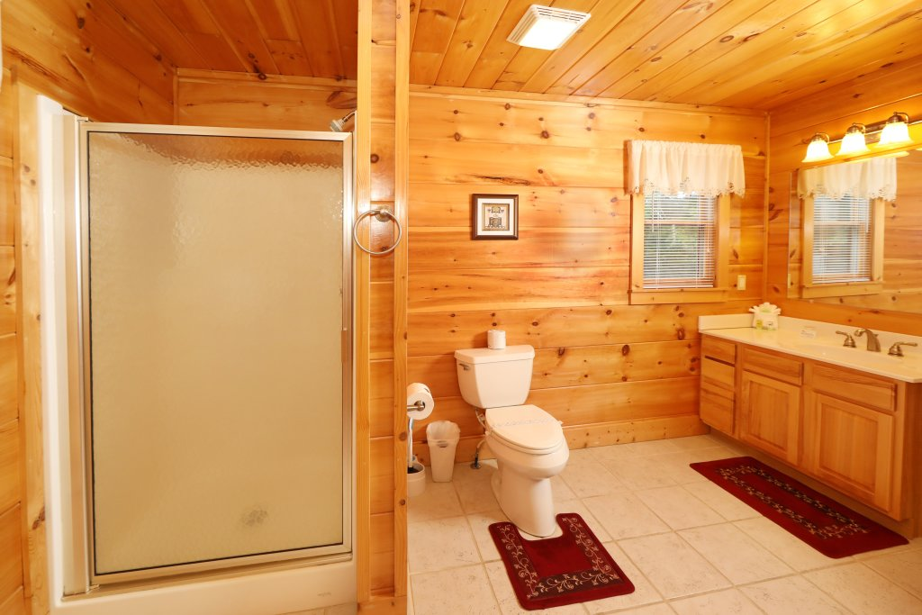 Photo of a Pigeon Forge Cabin named Majestic Manor - This is the thirty-first photo in the set.