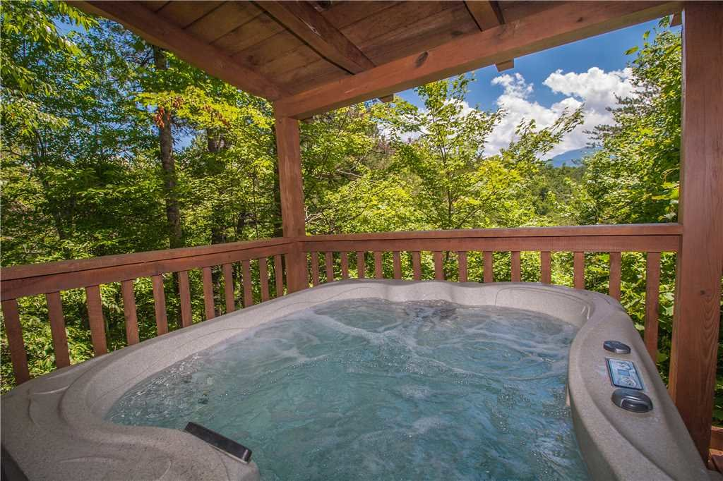Photo of a Gatlinburg Cabin named Lover's View - This is the nineteenth photo in the set.
