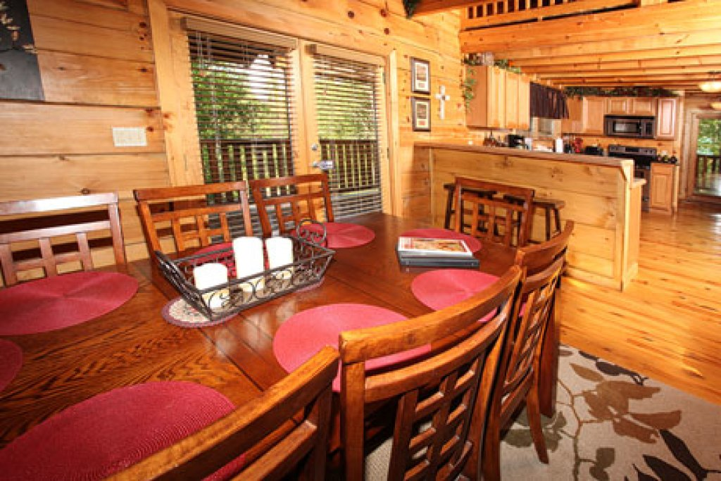 Photo of a Sevierville Cabin named Off The Clock - This is the twenty-eighth photo in the set.
