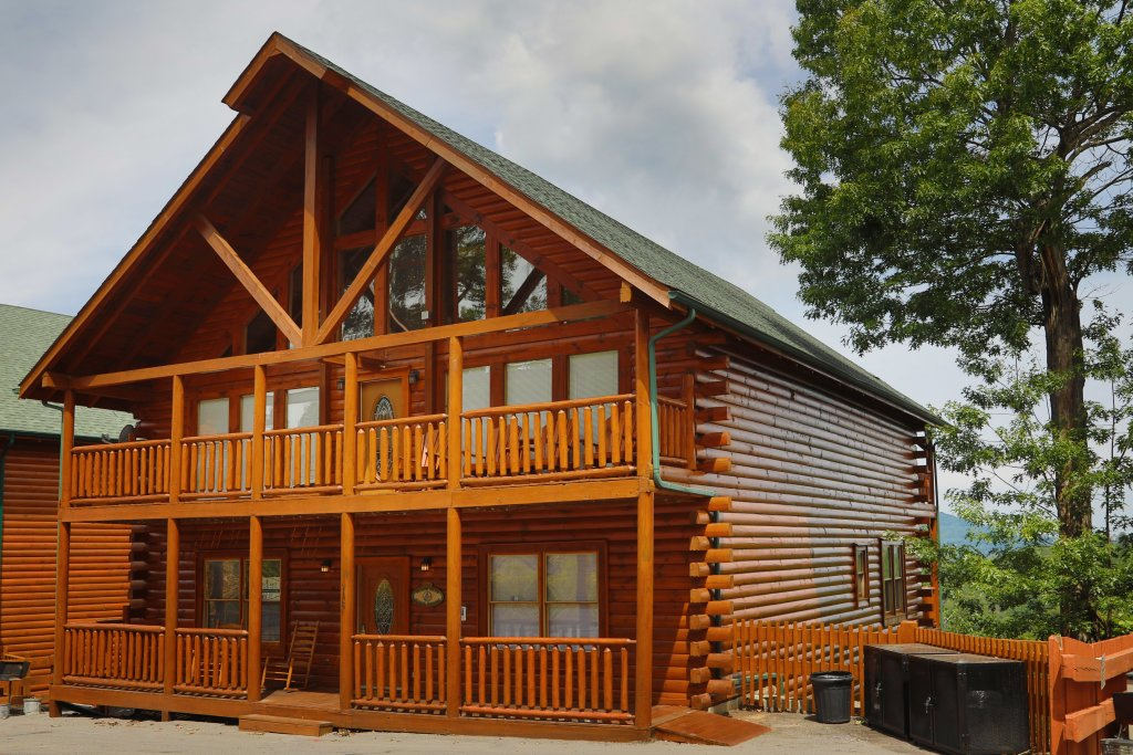 Photo of a Sevierville Cabin named Majestic Mountain Pool Lodge - This is the thirteenth photo in the set.