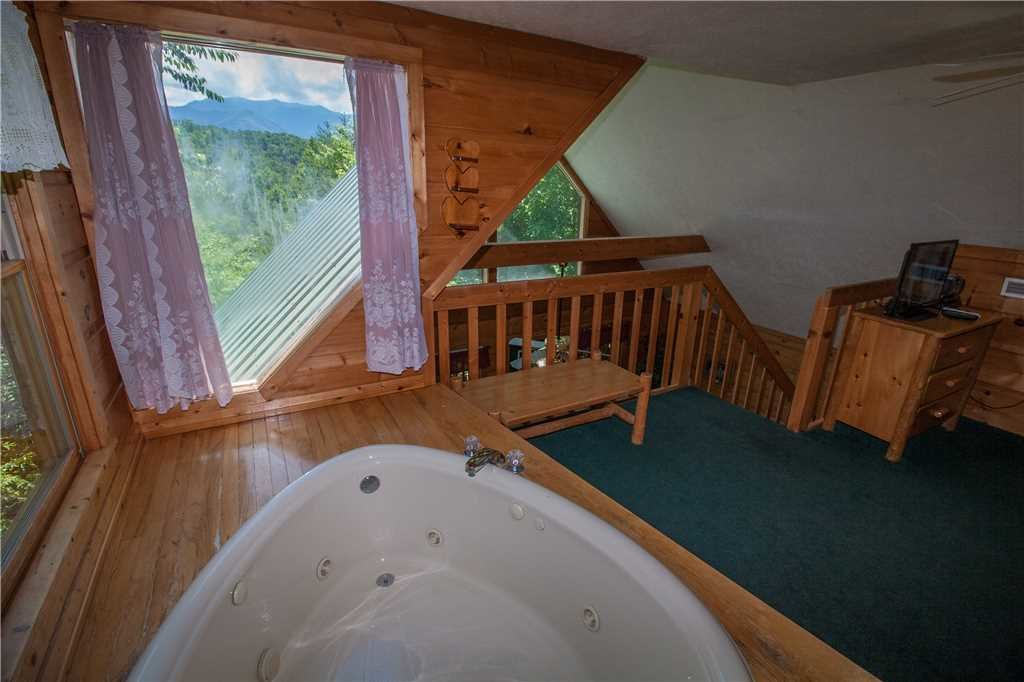 Photo of a Gatlinburg Cabin named Lover's View - This is the fifteenth photo in the set.
