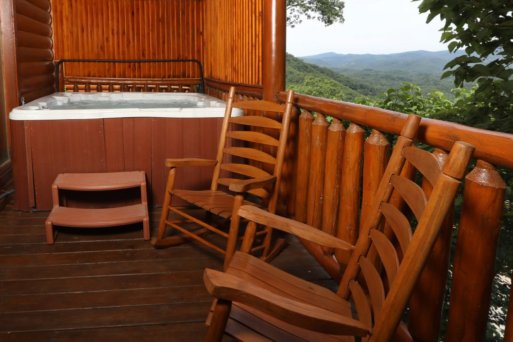 Photo of a Sevierville Cabin named Majestic Mountain Pool Lodge - This is the seventh photo in the set.