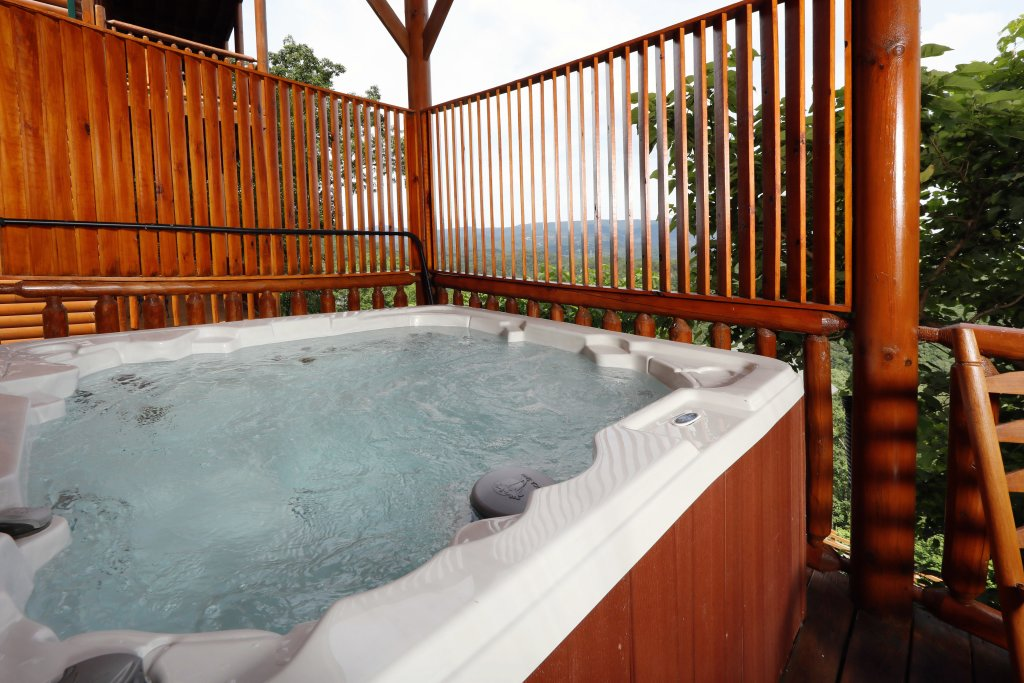 Photo of a Sevierville Cabin named Majestic Mountain Pool Lodge - This is the third photo in the set.