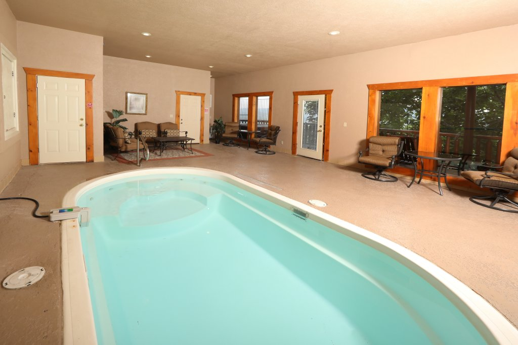 Photo of a Sevierville Cabin named Majestic Mountain Pool Lodge - This is the first photo in the set.