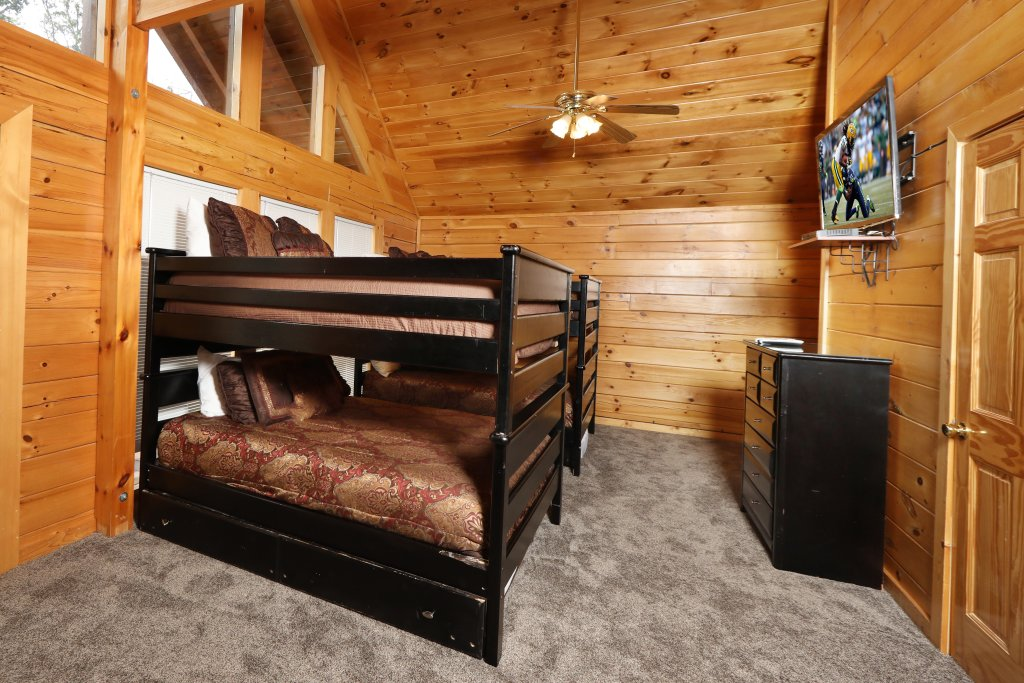 Photo of a Sevierville Cabin named Majestic Mountain Pool Lodge - This is the forty-fourth photo in the set.