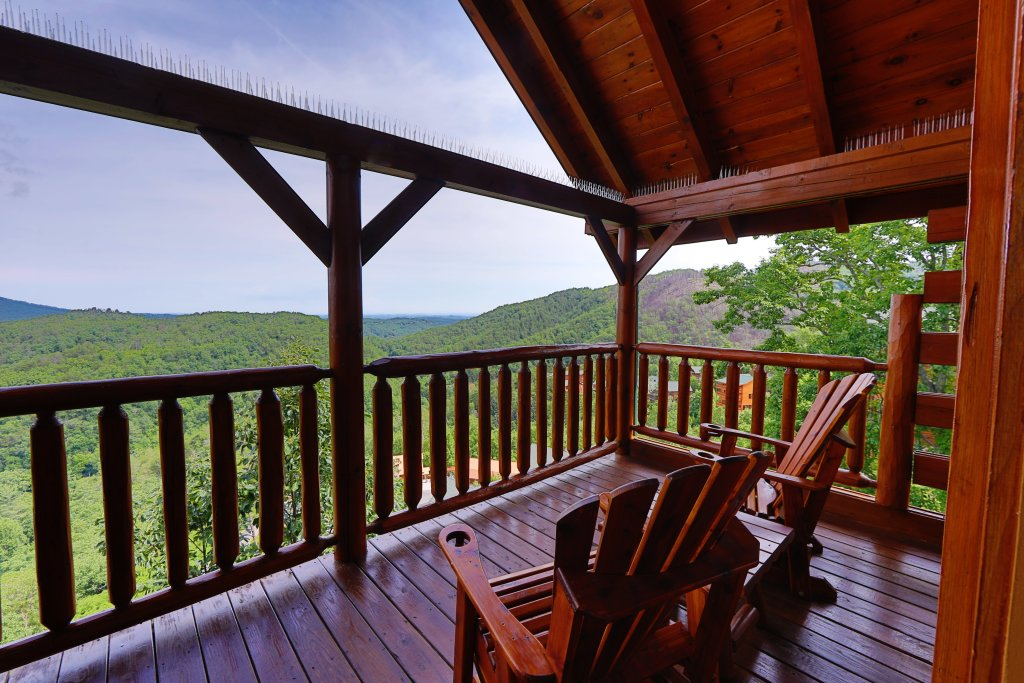 Photo of a Sevierville Cabin named Majestic Mountain Pool Lodge - This is the eighteenth photo in the set.