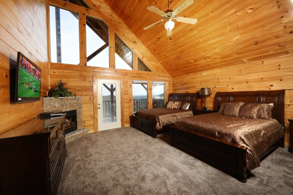 Photo of a Sevierville Cabin named Majestic Mountain Pool Lodge - This is the fortieth photo in the set.