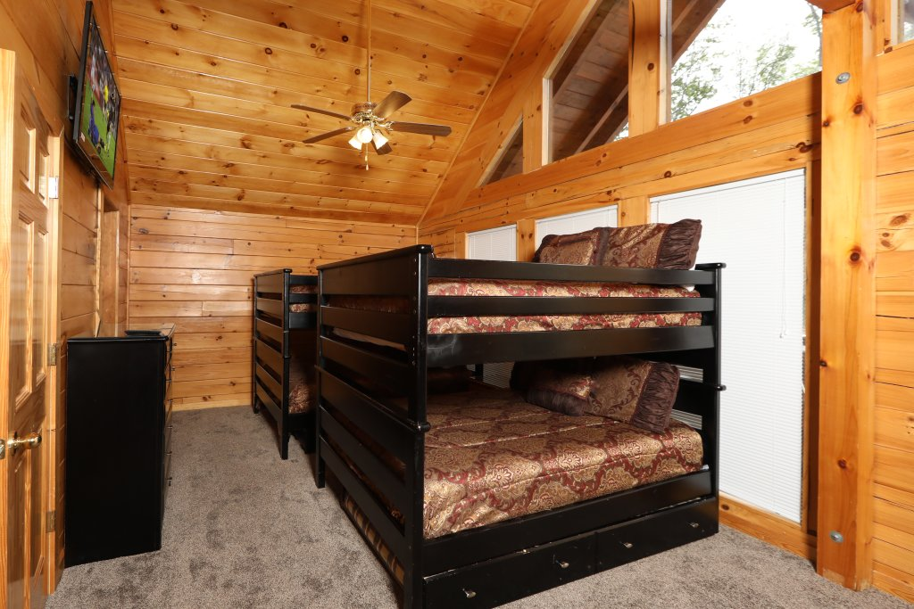 Photo of a Sevierville Cabin named Majestic Mountain Pool Lodge - This is the forty-third photo in the set.