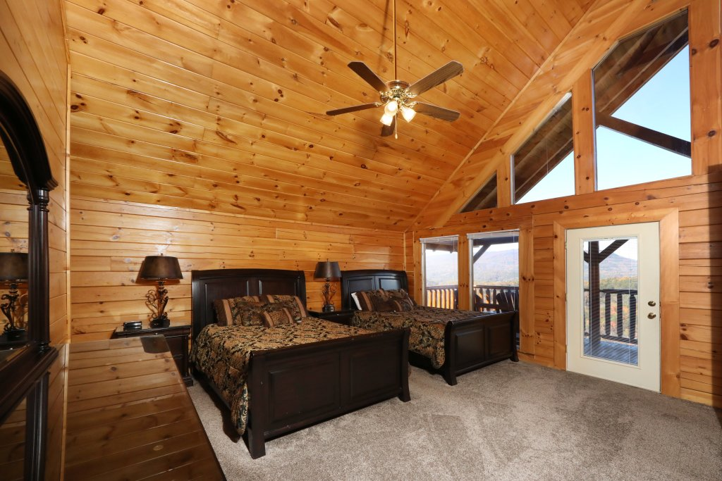 Photo of a Sevierville Cabin named Majestic Mountain Pool Lodge - This is the thirty-eighth photo in the set.