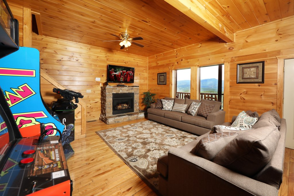 Photo of a Sevierville Cabin named Majestic Mountain Pool Lodge - This is the forty-sixth photo in the set.