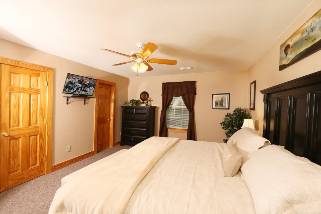 Photo of a Pigeon Forge Chalet named Pinnacle View 7b - This is the seventeenth photo in the set.