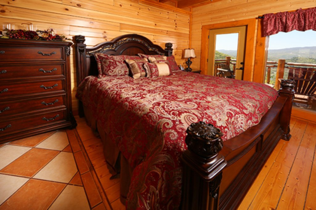 Photo of a Sevierville Cabin named Paradise Mountain Pool Lodge - This is the eighteenth photo in the set.