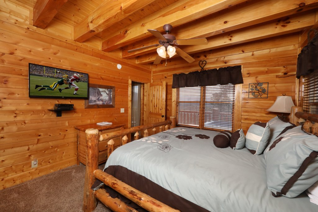 Photo of a Sevierville Cabin named Ridgetop Theatre Lodge - This is the eighteenth photo in the set.