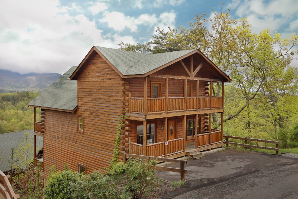 Photo of a Sevierville Cabin named Bentley Lodge - This is the first photo in the set.