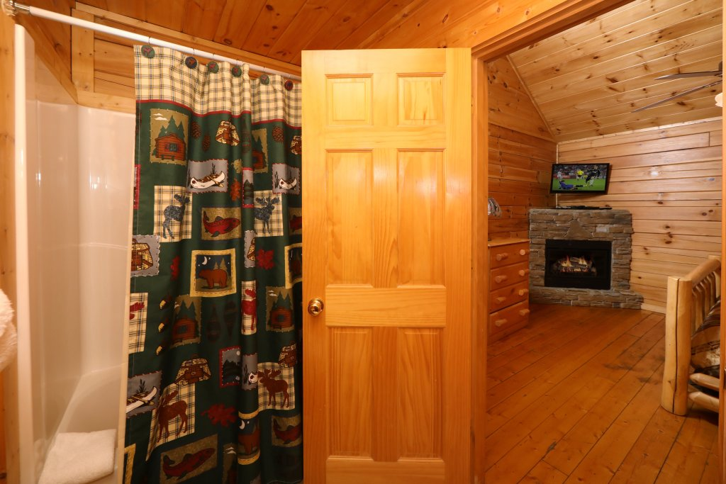 Photo of a Sevierville Cabin named Bentley Lodge - This is the twelfth photo in the set.