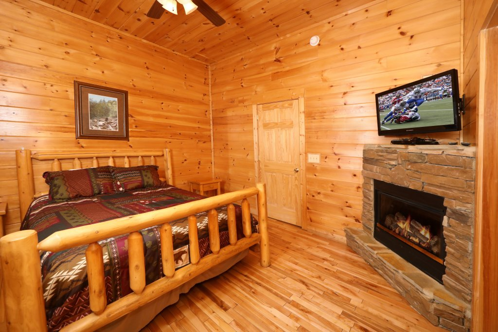Photo of a Sevierville Cabin named Bentley Lodge - This is the twenty-sixth photo in the set.