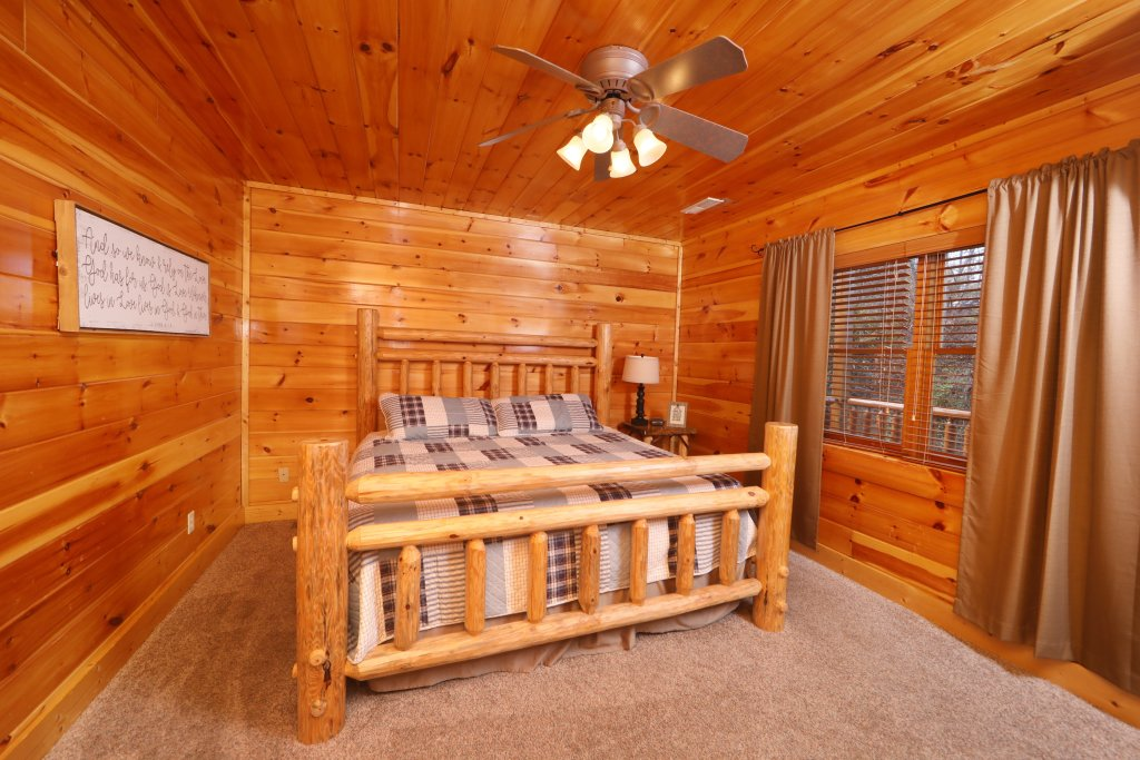 Photo of a Pigeon Forge Cabin named Playhouse Cinema - This is the twenty-fifth photo in the set.