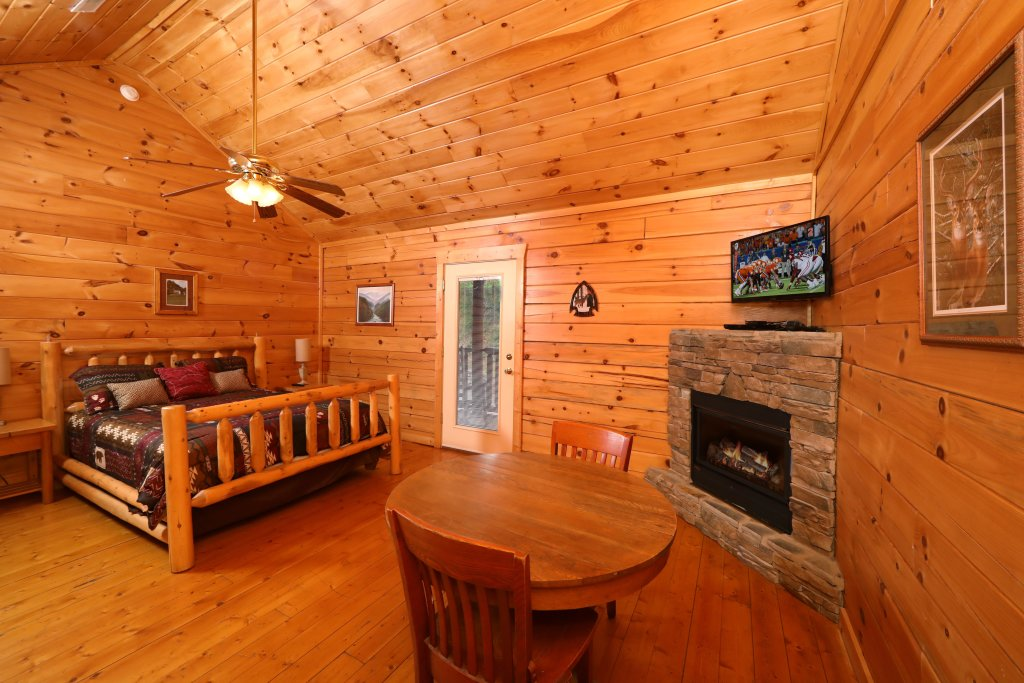 Photo of a Sevierville Cabin named Bentley Lodge - This is the tenth photo in the set.