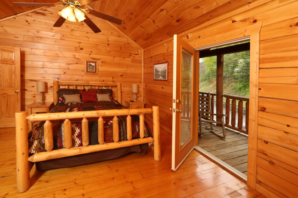 Photo of a Sevierville Cabin named Bentley Lodge - This is the eleventh photo in the set.
