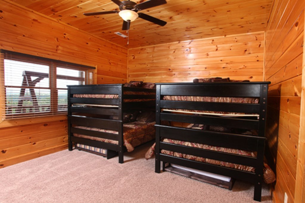 Photo of a Sevierville Cabin named Serenity Mountain Pool Lodge - This is the seventeenth photo in the set.