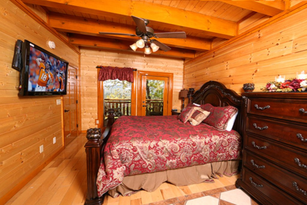 Photo of a Sevierville Cabin named Paradise Mountain Pool Lodge - This is the twenty-seventh photo in the set.