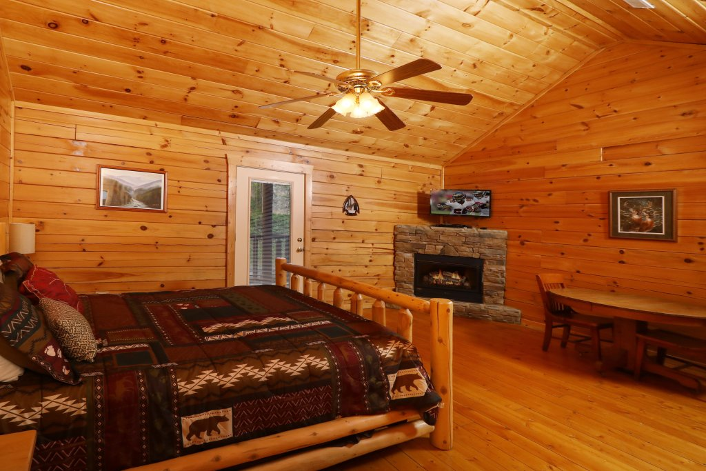 Photo of a Sevierville Cabin named Bentley Lodge - This is the eighteenth photo in the set.