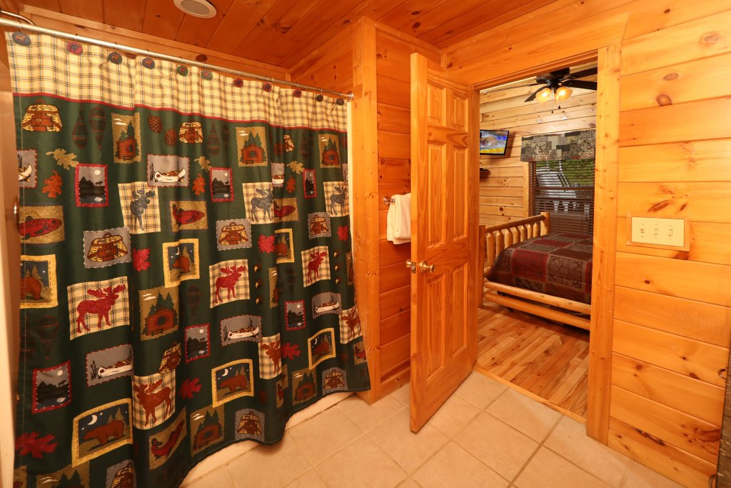 Photo of a Sevierville Cabin named Bentley Lodge - This is the seventeenth photo in the set.
