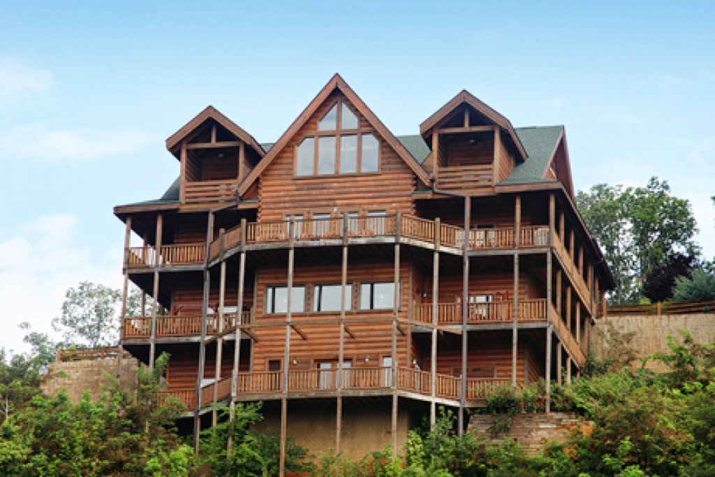 Photo of a Sevierville Cabin named Serenity Mountain Pool Lodge - This is the fourth photo in the set.