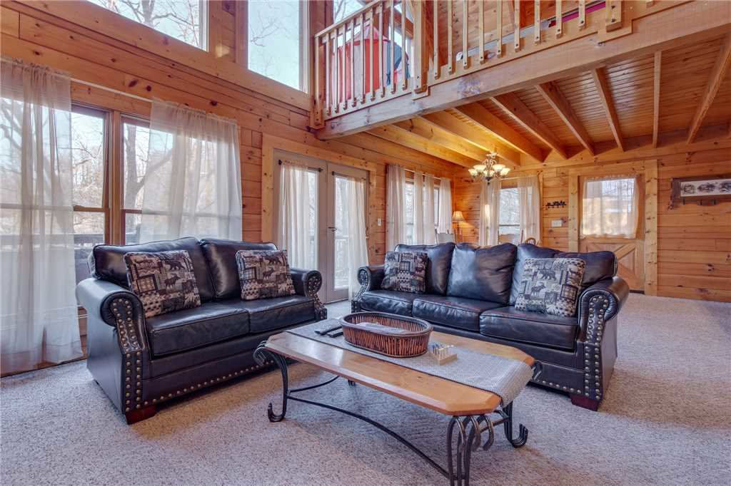 Photo of a Pigeon Forge Cabin named Wildwood Cove - This is the first photo in the set.